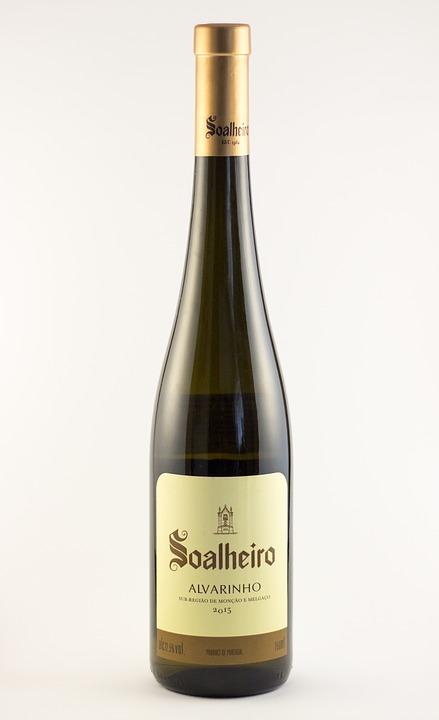 L'Alvarinho è un vino prodotto da una varietà d'uva portoghese a bacca bianca